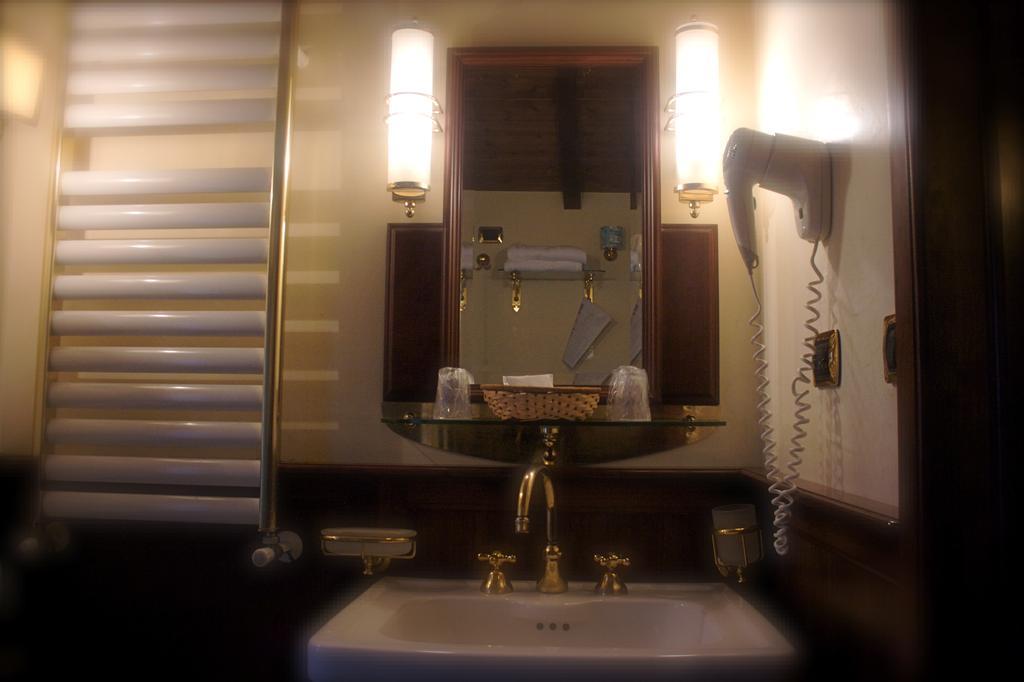 The mirror shejk koper leeds